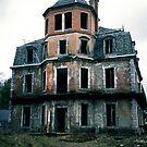 Villa Maquis de P. by Nicolas Noyes