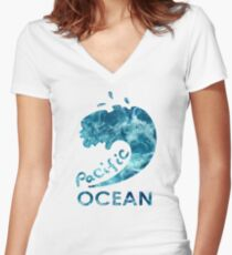 Ocean is shaking Women's Fitted V-Neck T-Shirt