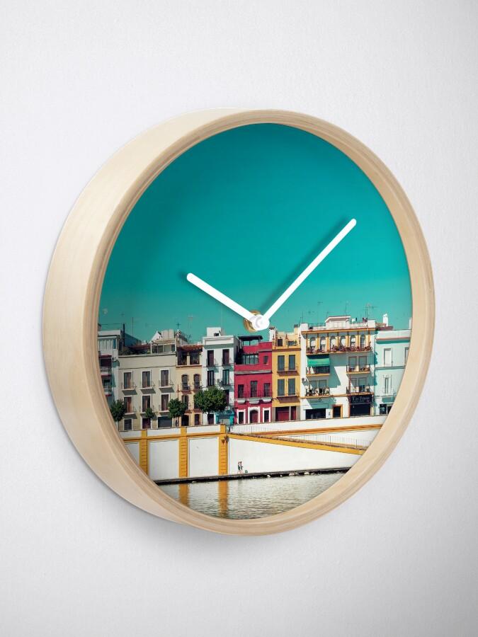 Vista alternativa de Reloj Triana, la bella