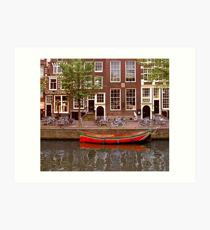 rode boot en oude dame Art Print