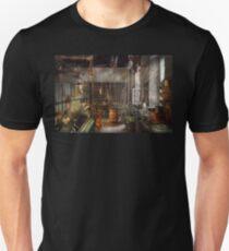 Machinist - Lathes - Machinists paradise Unisex T-Shirt
