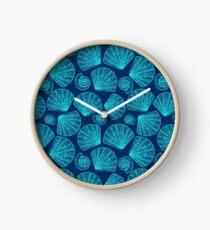 Shining shells Clock