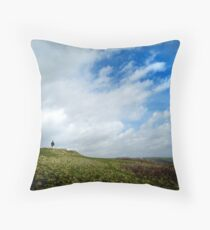 I wandered lonely as a cloud Throw Pillow