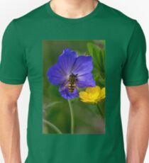 Cranesbill, buttercup and Hoverfly Unisex T-Shirt