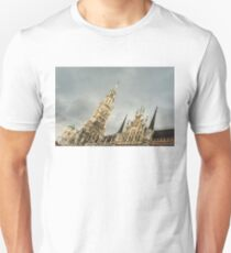 Marvelous Munich - Ornate Neues Rathaus and the Famous Glockenspiel  T-Shirt