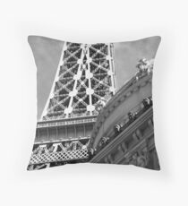 No. 19, La Tour Eiffel de Vegas Throw Pillow