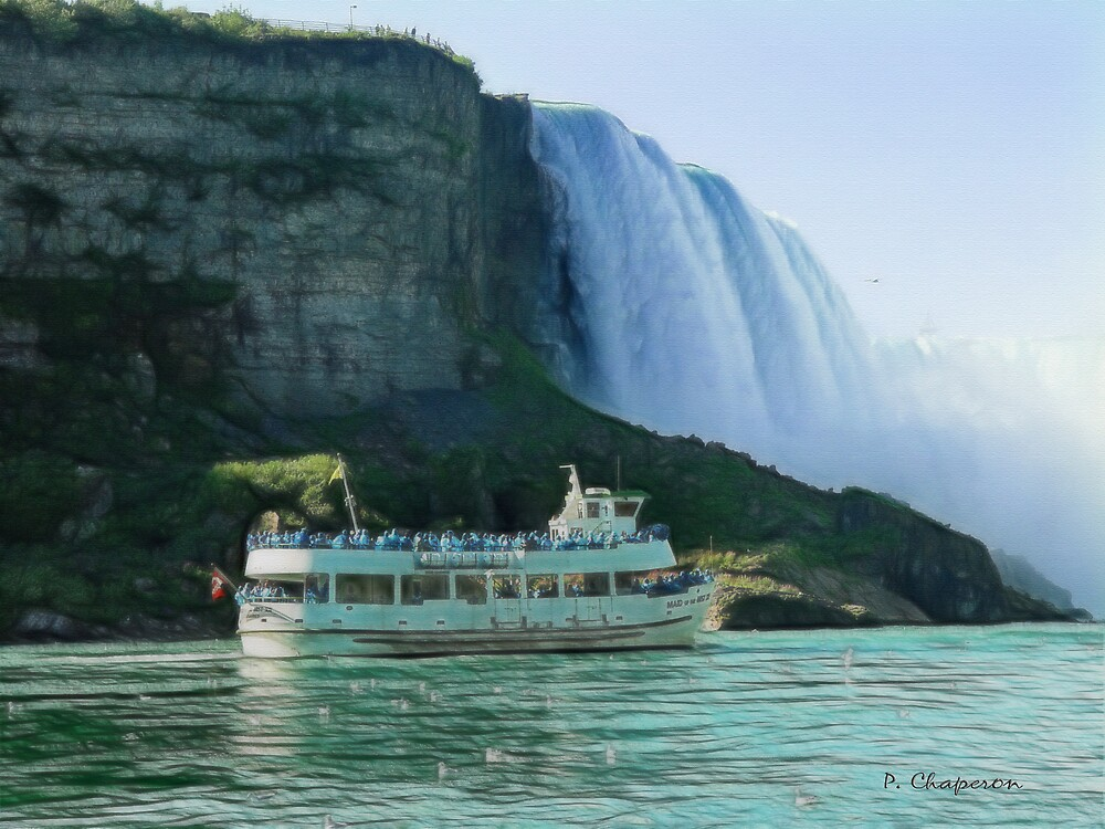 Maid of the Mist below Horseshoe Falls, by paulchaperon