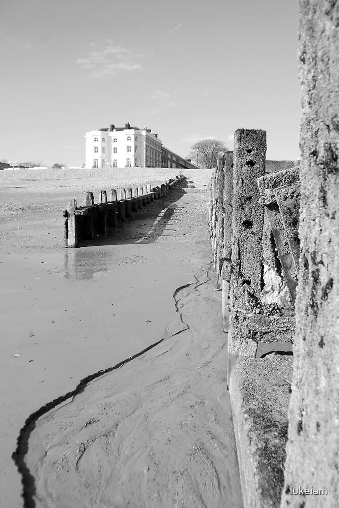 Worthing Beach 07 by lukeiam