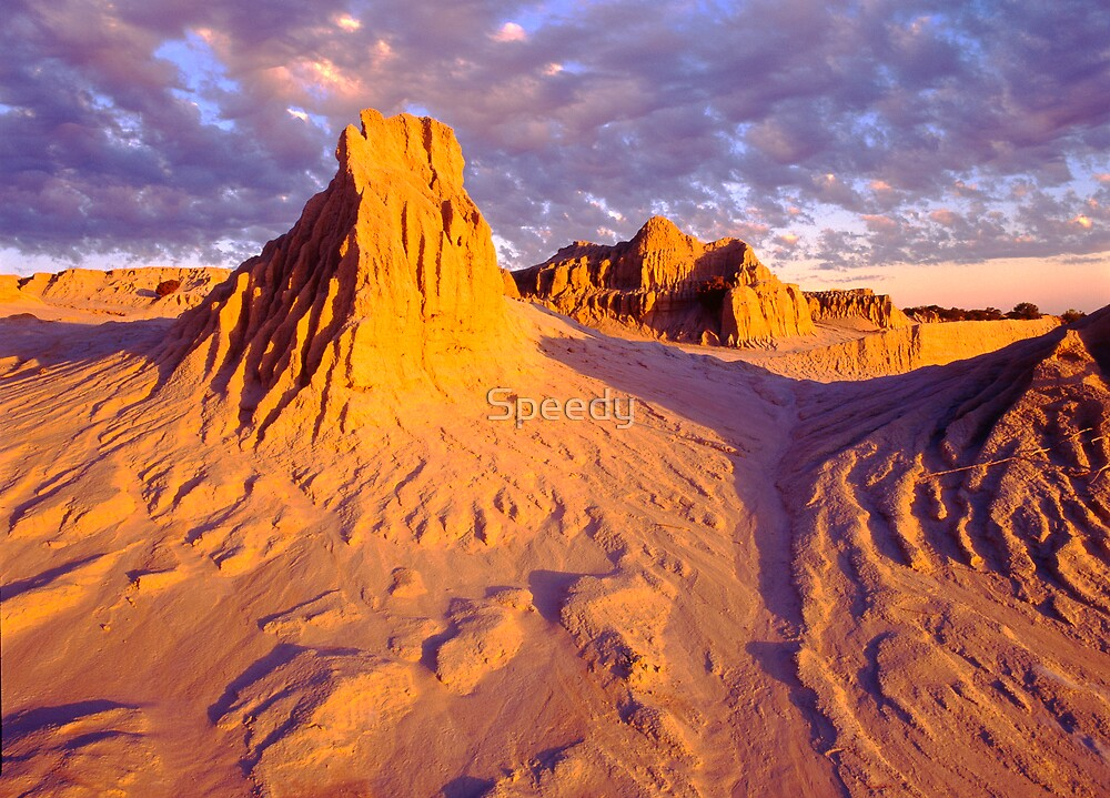 Mungo National Park - Walls of China at sunset by Speedy