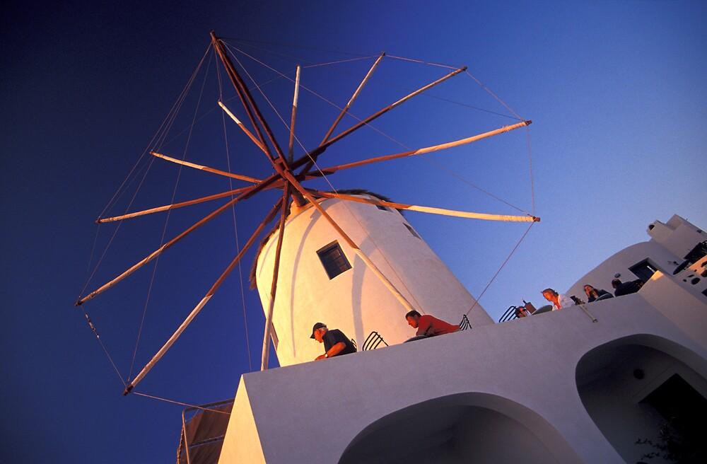 Windmill Café, Santorini (Greece) by Petr Svarc