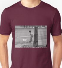 new finition 2017 - On the Way to M.Cartier Bresson Paris 1975 21 (b&n)(t) by Olao-Olavia par Okaio Création T-Shirt