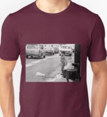 new finition 2017 -  On the Way to M.Cartier Bresson Paris 1975 20 (b&n)(t) by Olao-Olavia par Okaio Création T-Shirt