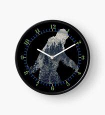 Reloj Una silueta de Sasquatch en el norte