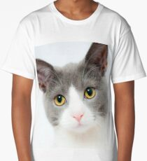 Beautiful Cat With Adorable Eyes  Long T-Shirt