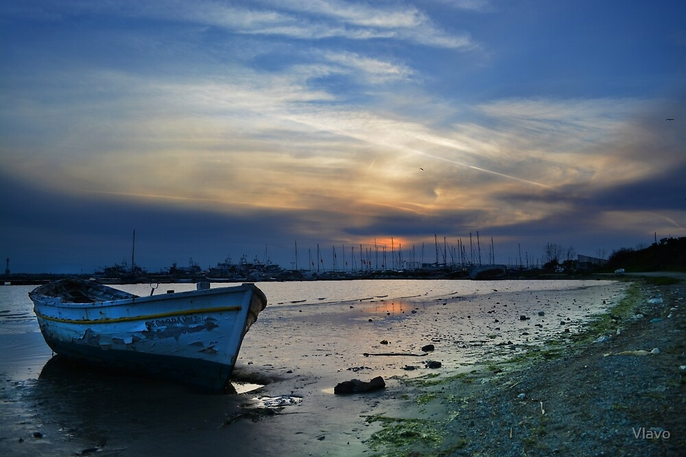 Wrecked Boat in the sunset by Vlavo