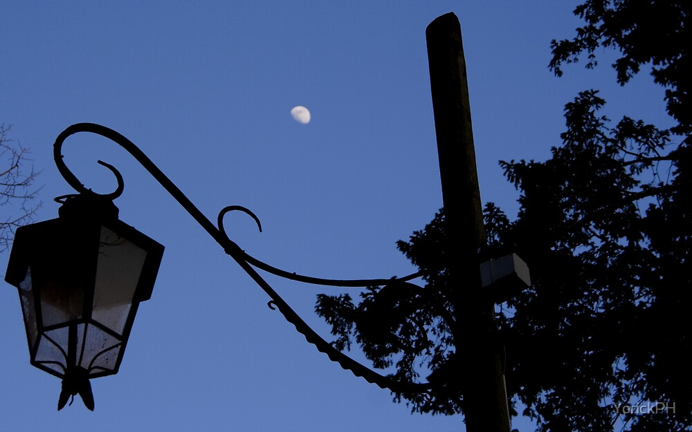 Asolo and the moon by YorickPH