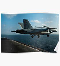 Eine F / A-18F Super Hornet startet von der USS John C. Stennis. Poster