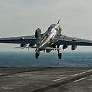 Ein EA-6B Prowler startet vom Flugdeck der USS John C. Stennis. von StocktrekImages