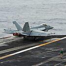Eine F / A-18E Superhornet startet vom Flugdeck der USS Nimitz. von StocktrekImages