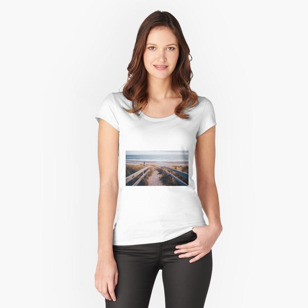 Camino al Paraíso Camiseta entallada de cuello ancho