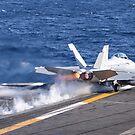 Eine F / A-18F Super Hornet startet von der USS Nimitz. von StocktrekImages