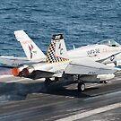 Eine F / A-18C Hornet startet von USS Harry S. Truman. von StocktrekImages
