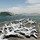 USS George Washington bereitet sich darauf vor, den Hafen in Korea zu betreten. von StocktrekImages