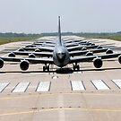 Sechs KC-135 Stratotanker demonstrieren die Elefantenwanderformation. von StocktrekImages