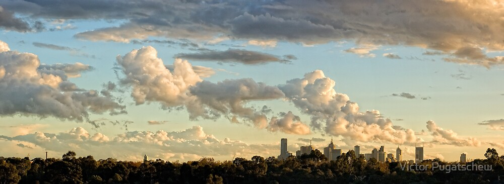 Melbourne sunset. by Victor Pugatschew