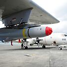 Eine AGM-65 Maverick taktische Rakete ist auf einem P-3C Orion montiert. von StocktrekImages