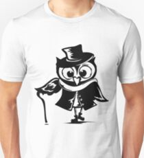 Owl detective. The owl is Sherlock Holmes. T-Shirt