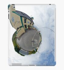 Biddy's House - the Crossroads Pub, Glencolmcille(Sky Out) iPad Case/Skin