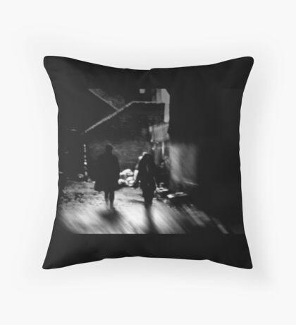 intimate strangers Throw Pillow