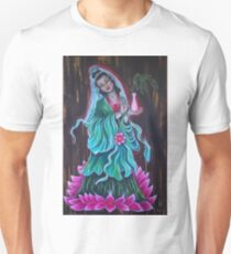 "Kuanyin 'she who hears the weeping world "" Unisex T-Shirt"