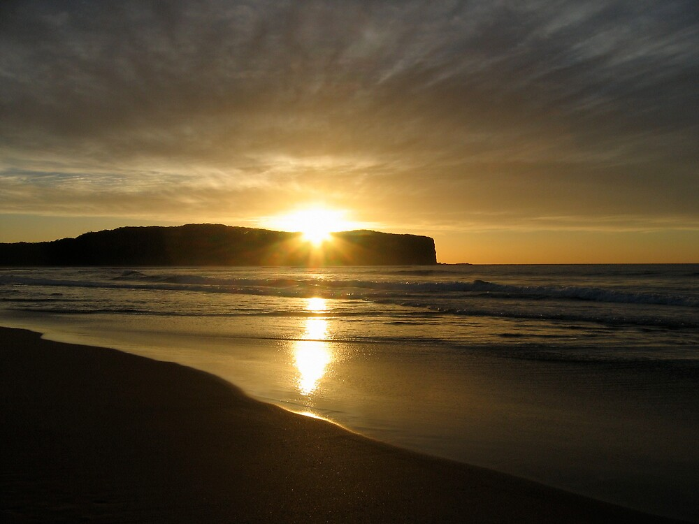 Sunrise at Durras by geoaware