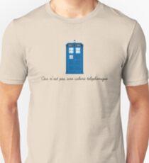 Ceci n'est pas une cabine telephonique T-Shirt
