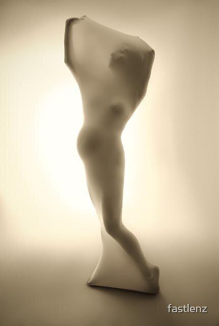 woman posing by fastlenz