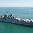 USS Wasp und USS San Antonio Transit in Formation im Atlantischen Ozean. von StocktrekImages