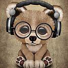 Netter Baby-Bär DJ Wearing Headphones von jeff bartels