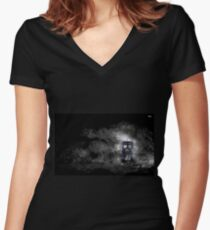 Mysterious Doctor Women's Fitted V-Neck T-Shirt