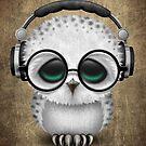 Nette tragende Kopfhörer der Baby-Eulen-DJ von jeff bartels