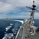 USS Cowpens macht eine Hochgeschwindigkeitsdrehung nach einer laufenden Auffüllung. von StocktrekImages