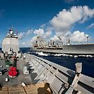USS Cowpens fährt neben USNS Tippecanoe. von StocktrekImages