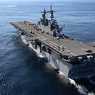 Das amphibische Sturmschiff USS Kearsarge durchquert den Atlantik. von StocktrekImages