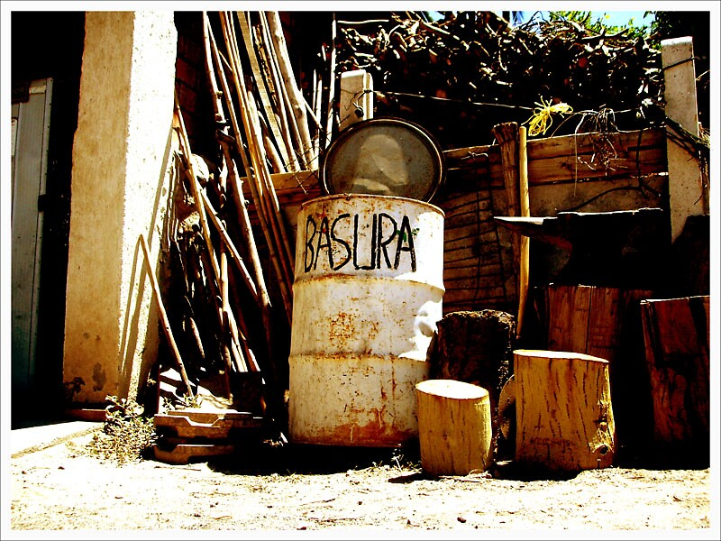 Basura by Digus