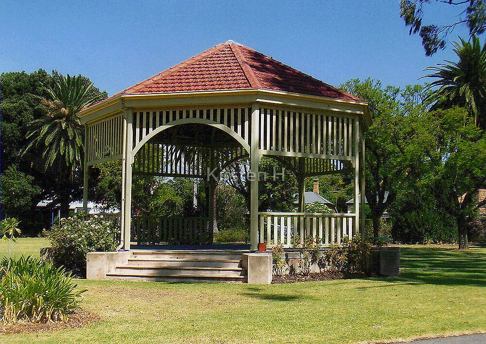 Rotunda Relax by Kirsten H
