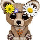 Niedlicher Baby-Bär Cub Hippie auf Rosa von jeff bartels