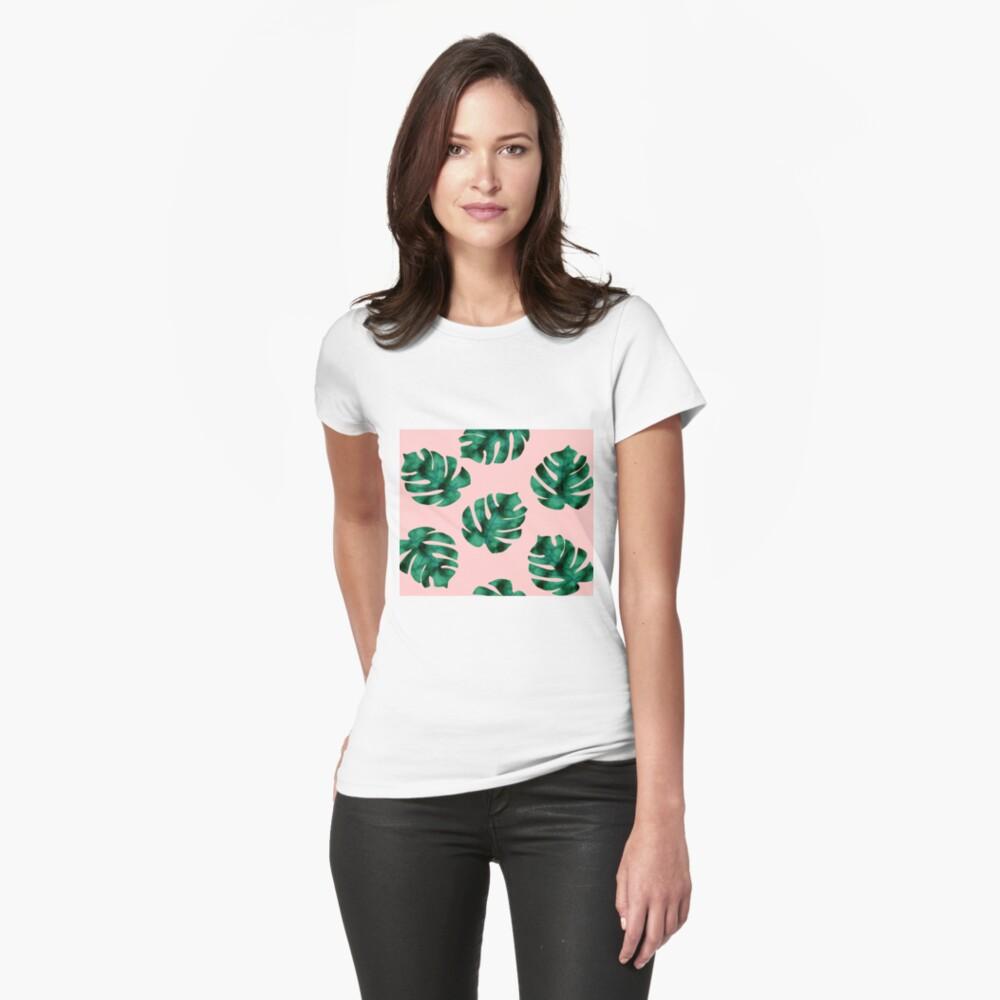 Tropische Farnblätter auf Pfirsich Tailliertes T-Shirt