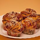 Cupcakes with cinnamon and sesame seeds by mrivserg