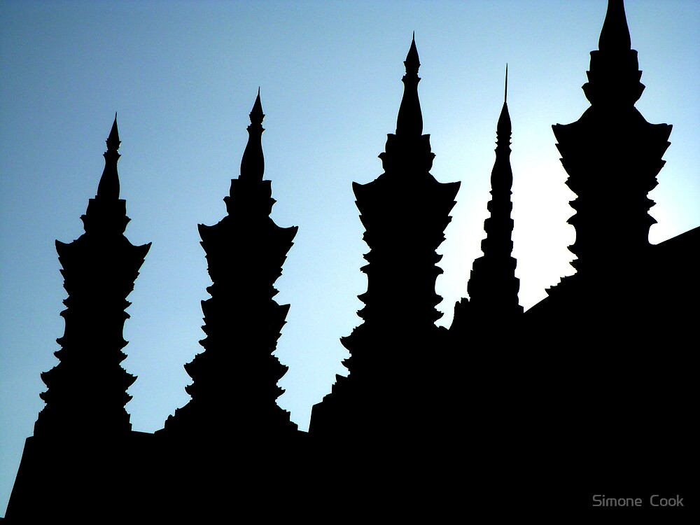 Pha That Luang by Simone  Cook